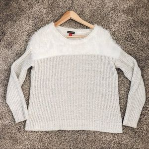 Two by Vince Camuto mixed media eyelash sweater S